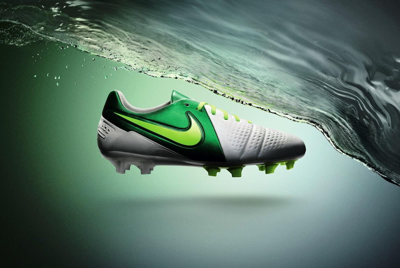 602bf50d Можно уверенно говорить о том, что Nike CTR360 оснащены по первому слову  техники, если это применительно к футбольной обуви. Верхняя часть  изготовлена из ...