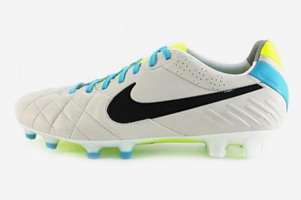 Футбольные бутсы Nike Tiempo Legend IV FG (454316-001)