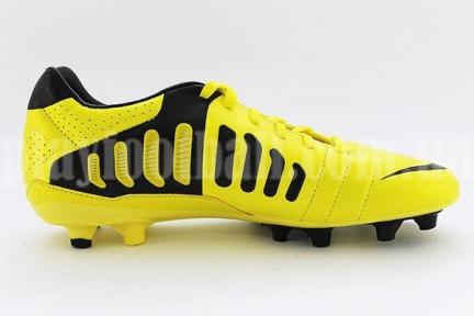 Футбольные бутсы Nike CTR 360 Libretto III FG (525170-710)