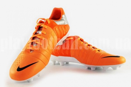 Футбольные бутсы Nike CTR360 Libretto III FG (525170-800)