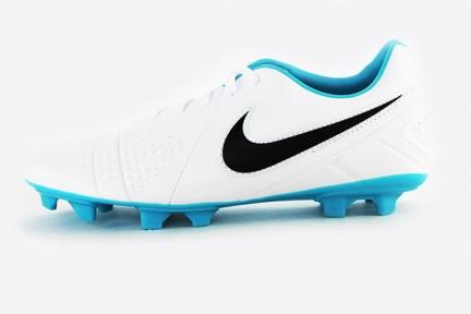 Футбольные бутсы Nike CTR360 Libretto III FG (525170-104)