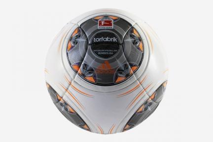 Футбольный мяч Adidas Torfabrik Bundesliga