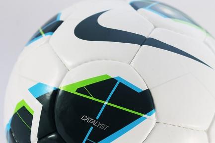 Футбольный мяч Nike Catalist (102)